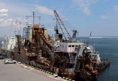 Ships to perform dredging — Stock Photo