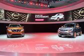 Nissan Murano concept 2015 and Nissan Juke 2015 on display — Stock Photo
