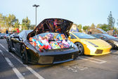 Lamborghini Gallardo with gifts on display — Stock Photo