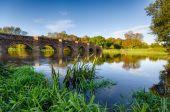 Puente molino blanco — Foto de Stock