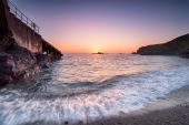 Sunset at Polpeor Cove in Cornwall — Stok fotoğraf