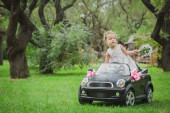 Little bride in a toy car — Stockfoto