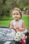Little bride in a toy car — Foto Stock