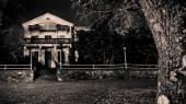Abandoned haunted horror house — Stock Photo