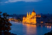 Budapest parliament in the evening — Stock Photo