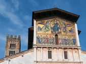 Basilica di San Frediano in Lucca - exterior view — Zdjęcie stockowe