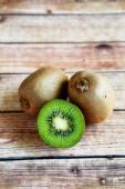 Ripe kiwi on the wooden background — Fotografia Stock