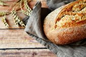 Fresh loaf of bread — Stock Photo