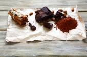 Slices of chocolate and pinch cinnamon — Stock Photo
