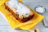Cake dusted with icing sugar — Stock Photo