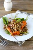 Boiled green lentils and carrots — Stock Photo