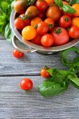 Cherry tomatoes and basil top view — Stock Photo