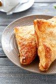 Crispy charlotte pie on a plate — Stock Photo
