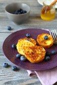 Toast with wild berries — Stock fotografie