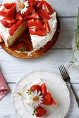 Cake with strawberries and custard — Stock Photo