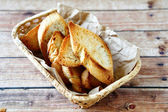 Crispy toast in a wooden basket — Stockfoto