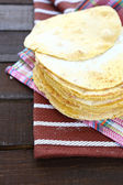 Crispy pitas on a colorful napkin — Stockfoto