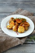 Roasted potatoes with spice on a plate — Stock Photo