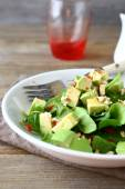Light salad with spinach and avocado — Stock Photo
