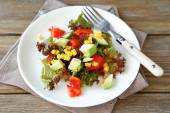 Nutritious salad with avocado, tomatoes and corn — Stock Photo