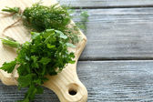 Parsley and dill on a cutting board — Photo