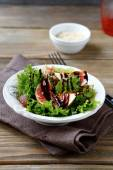 Light salad with figs, lettuce and balsamic sauce in a bowl — Stock Photo