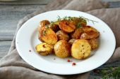 Baked potatoes on a plate — Stock Photo