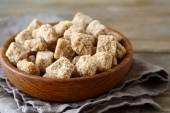 Cane sugar in a bowl — Stockfoto