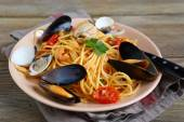 Delicious pasta with squid, mussels and tomato — Stock Photo