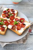 Bruschetta with sun-dried tomatoes and cheese on a plate — Stock Photo