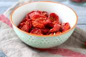 Sun-dried tomatoes in a bowl — Stock Photo