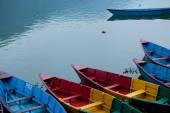 Barcos de recreio no lago Fewa em Pokhara Nepal — Fotografia Stock