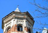 Ein altes Backsteingebäude — Stockfoto