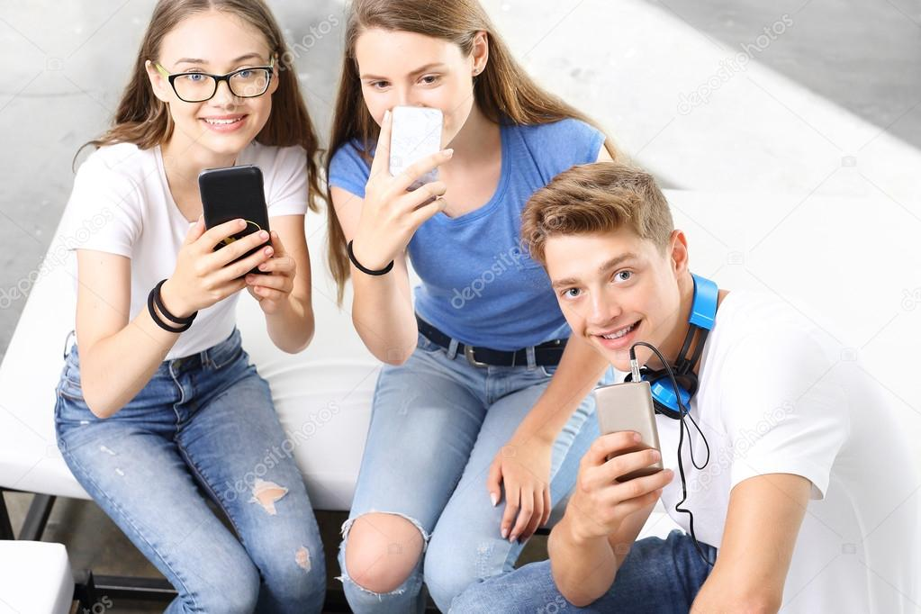 teenagers and cell phones Great phones that will keep your kids safe 8 parent-approved phones for kids the best phone armbands for every cell size.