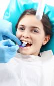 Sealing teeth, the child to the dentist — Stock Photo