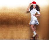 Aantrekkelijke vrouw poseren, Kerstmis — Stockfoto