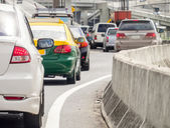 File d'attente de voiture sur la route de mauvaise circulation — Photo