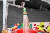 Tekoucí vodou — Stock fotografie