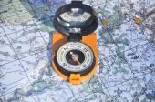 Kompas en kaartpusula ve harita. — Stockfoto