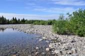 Rivière du Nord, depuis les rivages de galets. — Photo