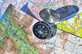 Kompas op de kaarten. — Stockfoto