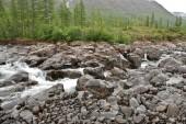 Wasserfall in den felsen — Stockfoto