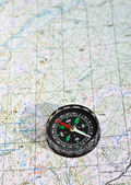 The magnetic compass and topographic map.  — Foto Stock