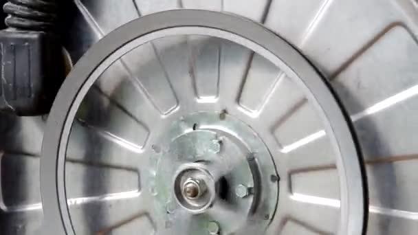 La lavadora está desmantelada — Vídeo de stock
