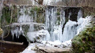 Şelale Milli Parkı Slovak Karst, köyün içinde Haj kışın adında. — Stok video