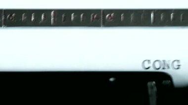 Typewriter. Typing text: congrats ! — Stock Video