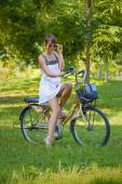 Girl and cycle — Stock Photo