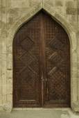 Ancient wooden door in the museum Shirvanshakhs Baku Azerbaijan — Stock Photo