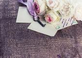Rosas e fotos antigas — Fotografia Stock