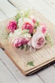 Flowers and old book — Stock Photo